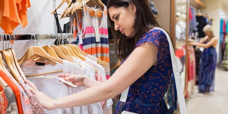 Покупать и мерить одежду во сне