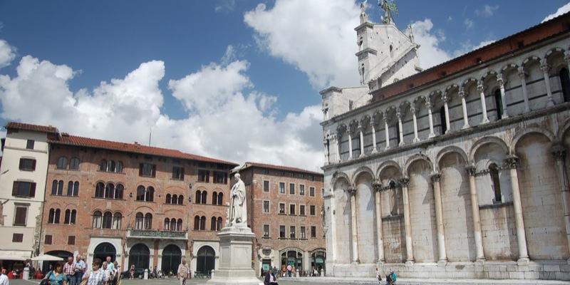 Piazza San Michele (o delle Catene)