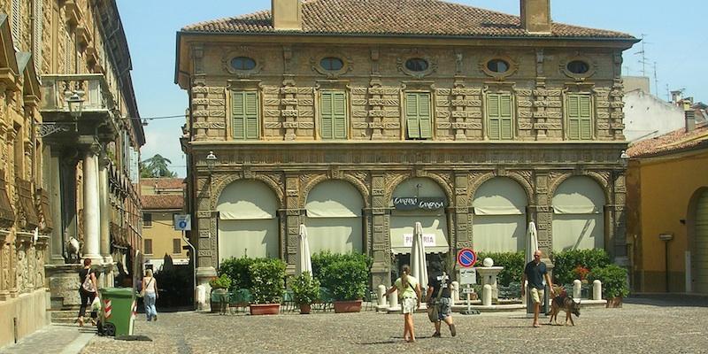 Piazza Canossa