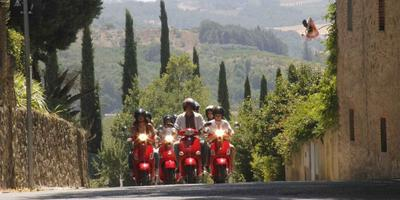 Chianti : Vespa Day Trip with Wine Tasting from Pisa